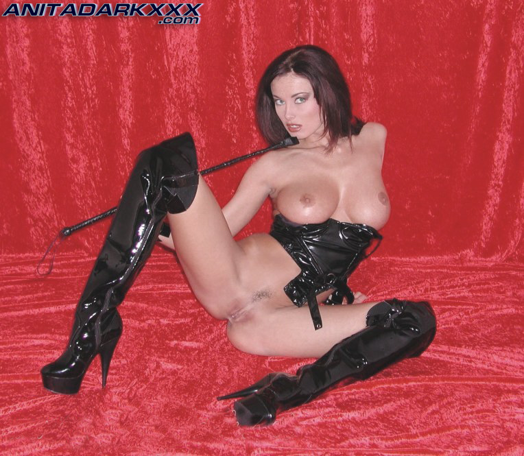 Anita Dark Latex Pics 66