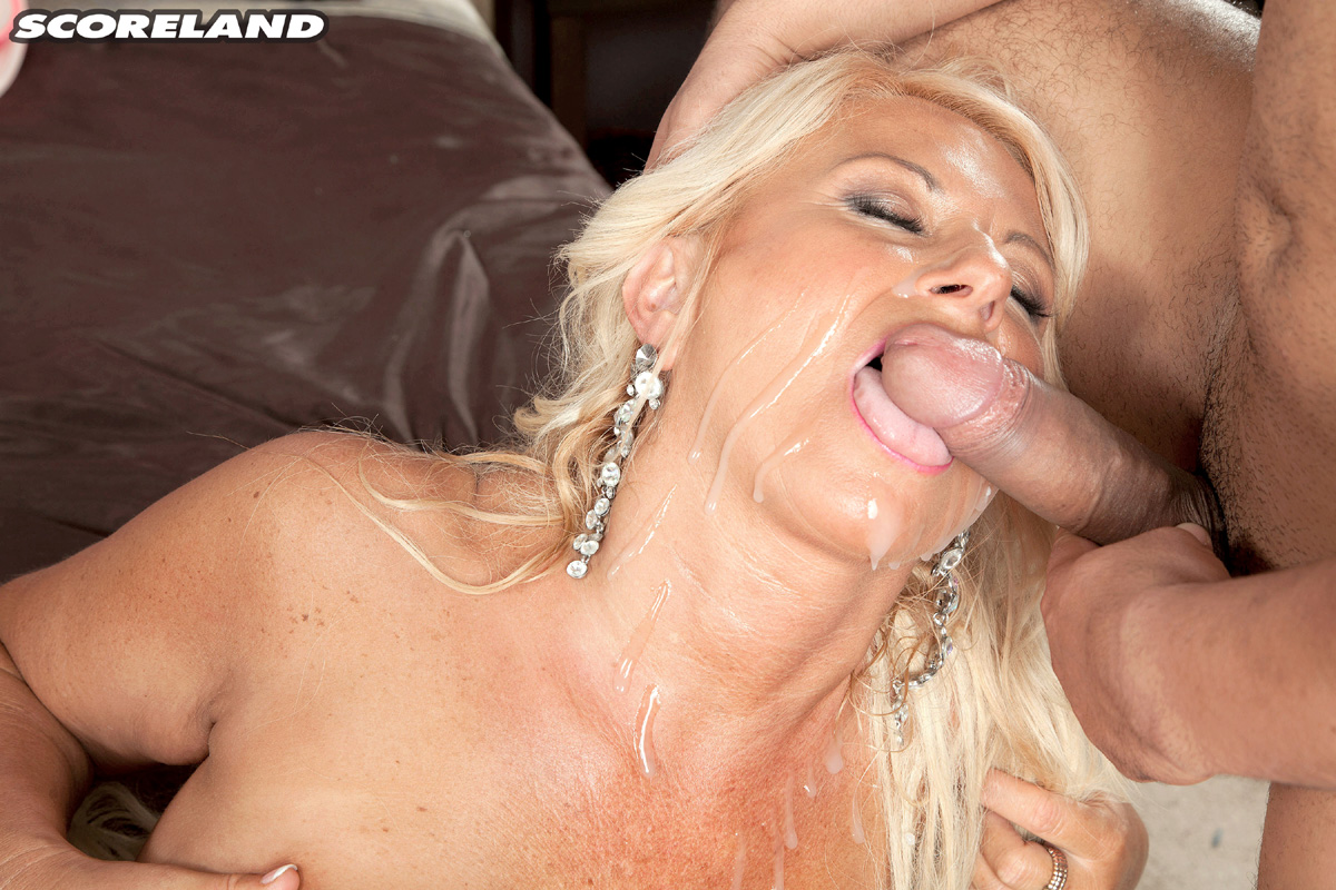 Her pussy cock shoved deep into awesome pussy train
