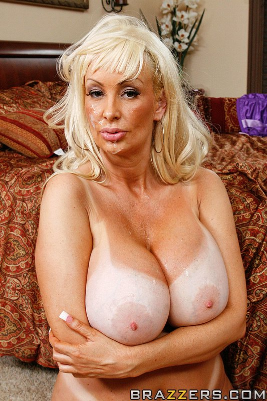 Hot big tit amateur