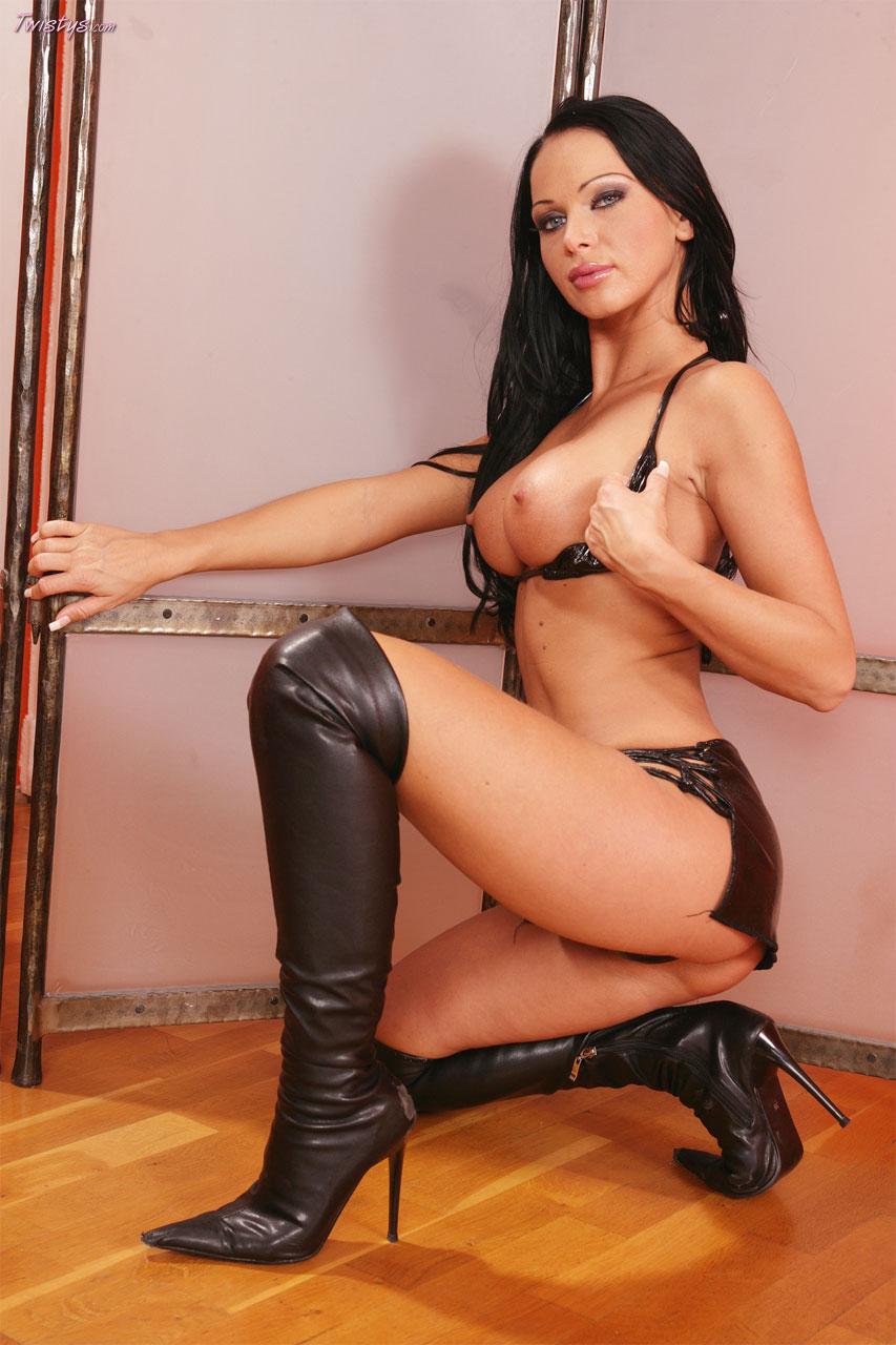 Cristina Bella ser lusty i læder-8469