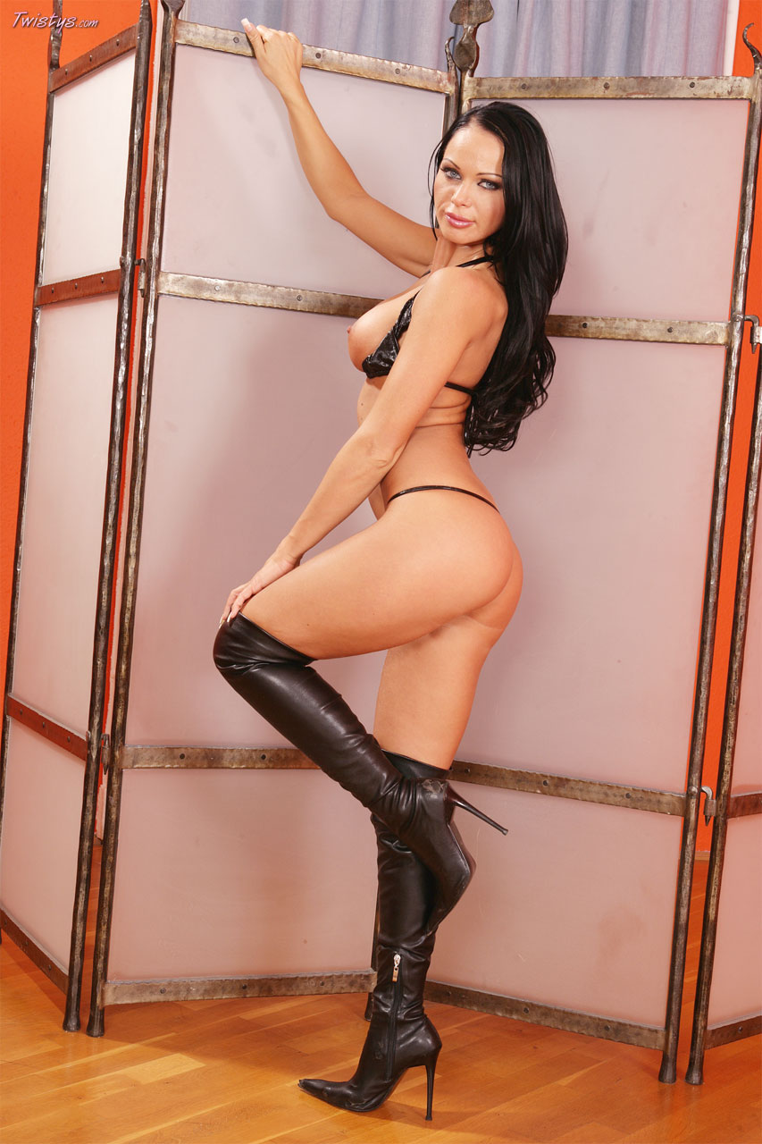 Cristina Bella ser lusty i læder-3941