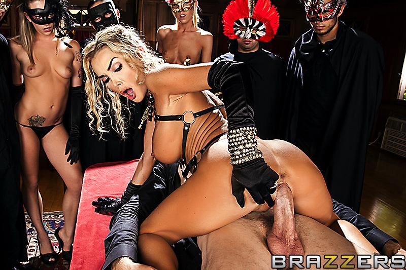 В масках порно фильмы — pic 2