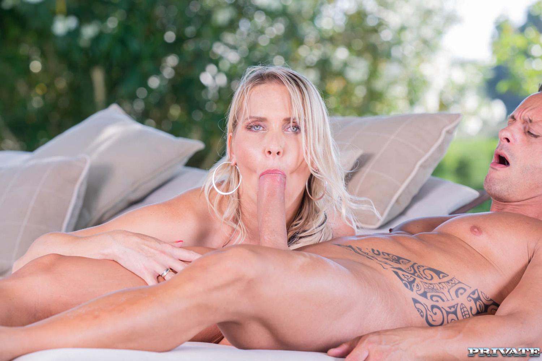 julia pink anal