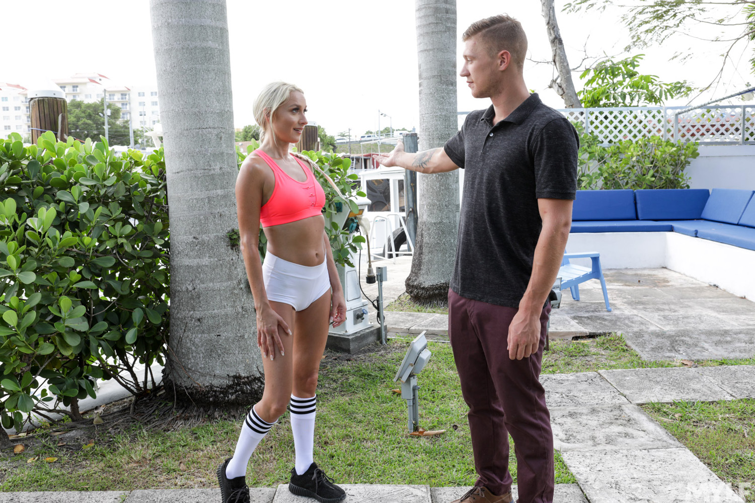 Agent Street Porn misha mynx bangs the real estate agent to obtain a better price