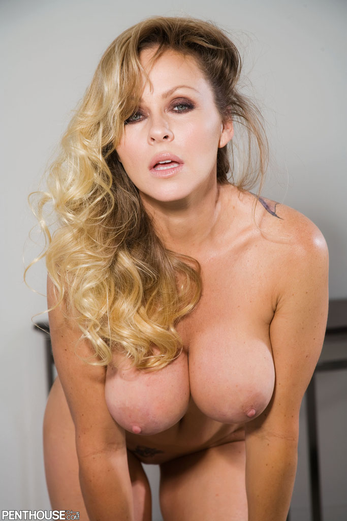 dyanna lauren liberates her juicy tits from her classy blouse