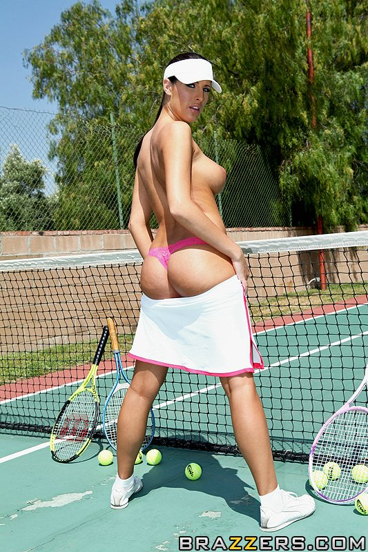tenis girl naked hidden photo