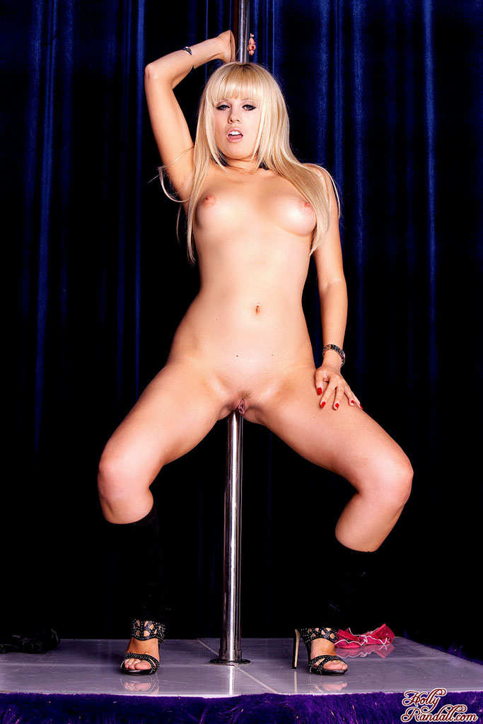 layla pole dance nude