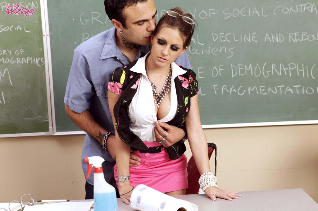 Ученица пристает к учителю русское порно 20 фотография