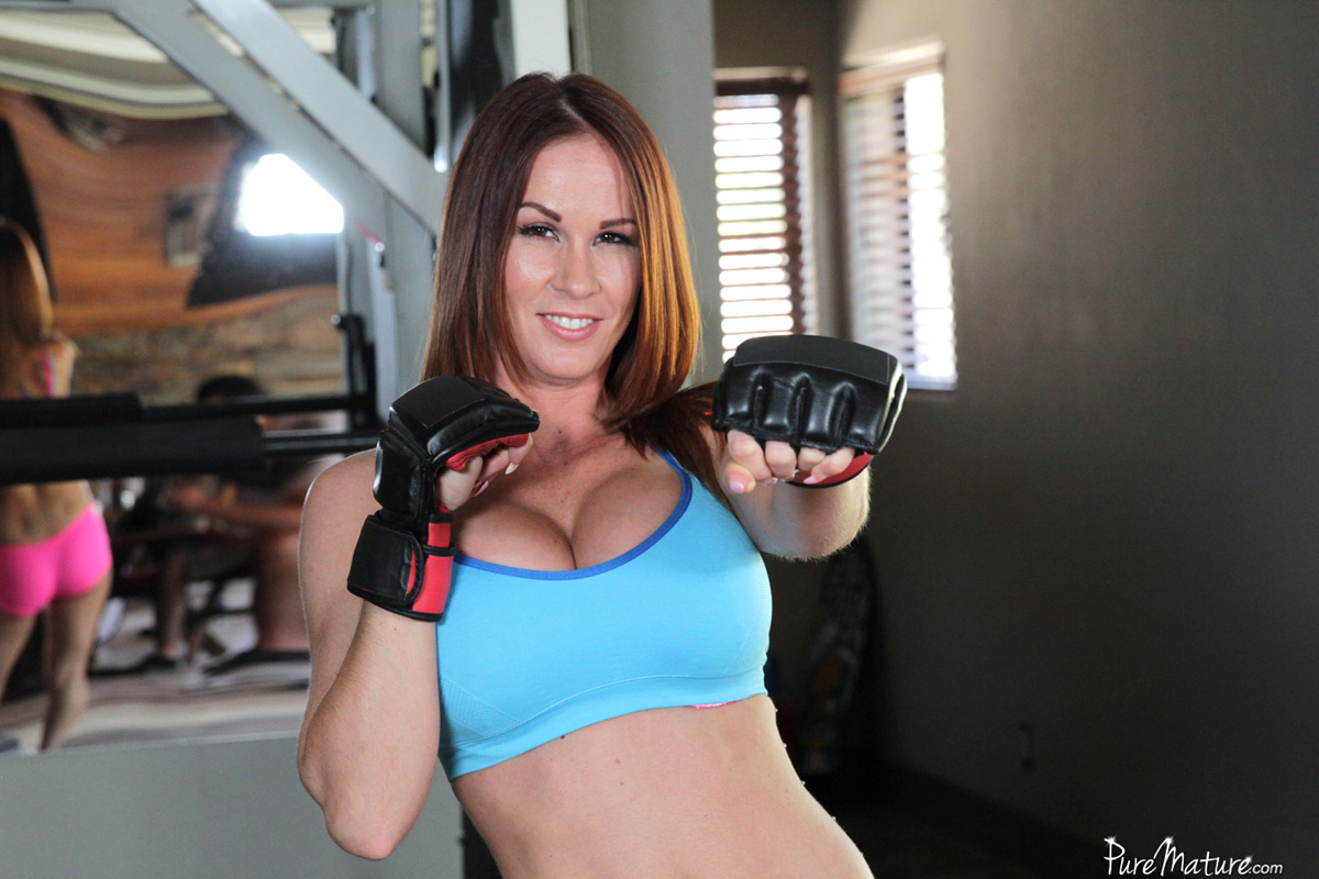 Sabrina Cyns gets drilled by her personal trainer in the gym