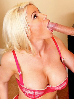 Diamond Foxxx rammed by the biggest cock she ever saw
