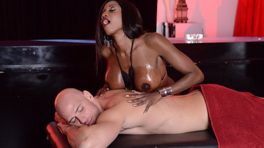 Diamond Jackson in Rub Down Diamond