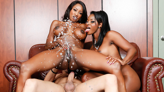 Diamond Jackson in Squirt off 2014