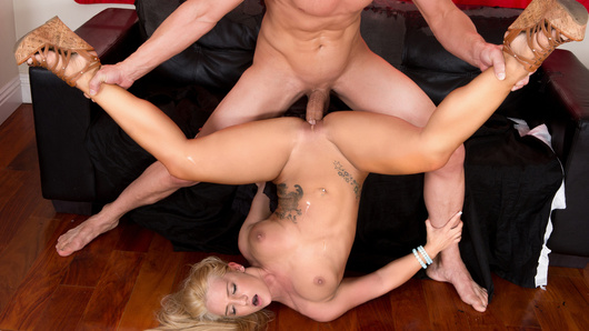 Cali Carter in Neighborhood Sex