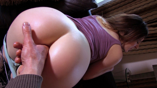 When the girlfriend of the anon who submitted this amateur clip suggested they'd try anal, he raced home to fuck that ass! This horny chick Samantha Bentley described everything she wanted him to do, then she let the dude slip in some fingers, and build up to his entire cock!