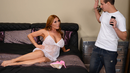 Kianna Dior in Selfies With Your Mom