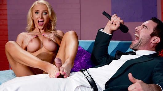 Alix Lynx in Wheel of Fucking