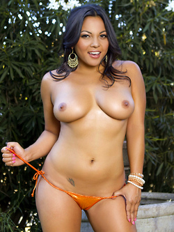 Adriana Luna peels off her skimpy bikini in the back garden