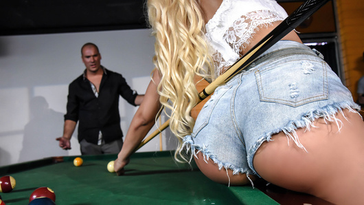 Luna Star in Two Balls In The Corner Pocket