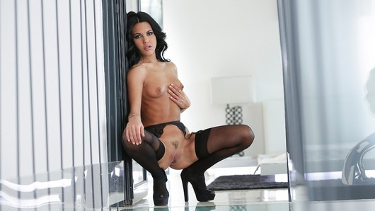 Pornstar Report - Apolonia Lapiedra (Video duration: 29 minutes)