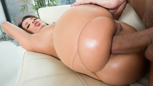 Do the French really do it better? Anissa Kate is going to slip a pair of French-seamed pantyhose over her plump rump to find out. Say bon appetit to this big wet butt!