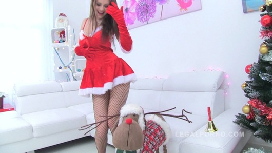 LP Queen Timea Bella XXXMAS present, 4-on-1+DAP+8ia+Piss Drinking Slut! SZ701 (Video duration: 00:58:30)