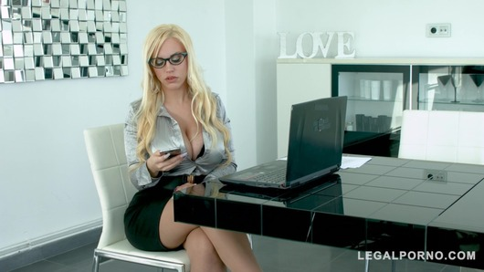 Blondie Fesser in Big Butt Boss lady Blondie Fesser commands Hardcore Office Sex GP003
