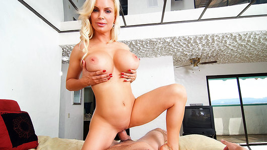 Diamond Foxxx in Hot Housewife Sucks Your Cock
