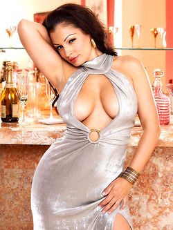 Aria Giovanni spreads pussy in a cocktail bar