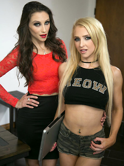 Alix Lynx offers her lesbian tongue to horny Celeste Star