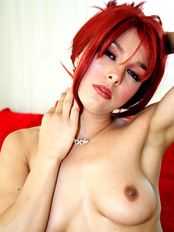 Cytherea shows off her deepthroat skills