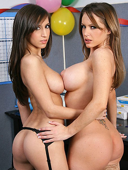 April ONeil enjoys some steamy lesbian action with Jenna Presley