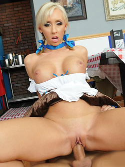 Jessica Lynn seduces a client with her Bavarian Boobs