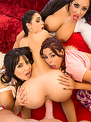 Jasmine Caro shares a cock with Kiara Mia, Luna Star and Rose Monroe