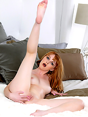 Marie McCray fingering her shaved snatch in bed