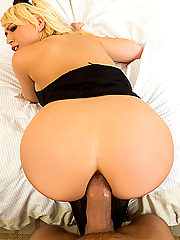 Kagney Linn Karter naughty maid gets assfucked by the hotel guest