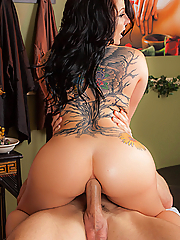 Casey Cumz gets oiled up and drilled by her massage therapist