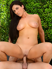 Veronica Lemos sucks and fucks a juicy cock on the patio