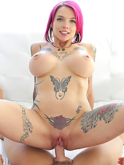 Anna Bell Peaks gets her snatch splattered with fresh jizz