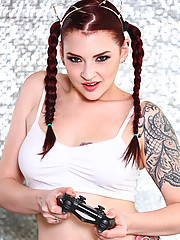 Amber Ivy nerdy gamer chick demonstrates her best tricks