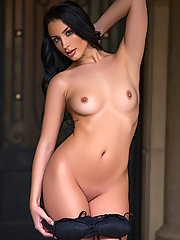 Kendra Cantara strips out of her black bodysuit in front of the mansion