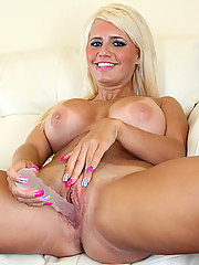 Blonde beauty Jacky Joy masturbating
