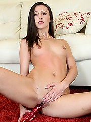 Young all-natural beauty Lina Cole solo