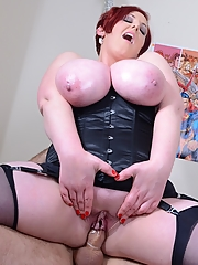 BBW geek Kitten Canoodle loves taking a big dick in the ass