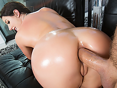 Tight denim anal delight is served up by the big bootied beauty Angela White in this episode of Big Wet Butts. Rip into this scene the way Mr. Lee rips open those jeans!
