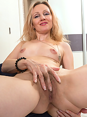 Foxy Love shows her hairy pussy