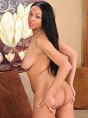 Gorgeous exotic Bethany Benz vacuums