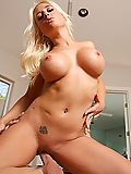 Sammie Spades seduces her personal trainer with her juicy tits