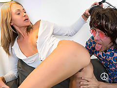 Gorgeous Ivana Sugar and Andy Stone will give you precious lessons on how to satisfy a woman. Discover the ways you can make your lady reach wild heights of pleasure in this funny educational episode. (Video duration: 43 minutes)