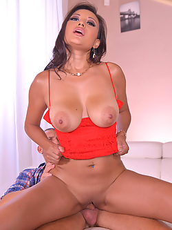 Cristina Miller gets her juicy fuckhole stuffed while on vacation