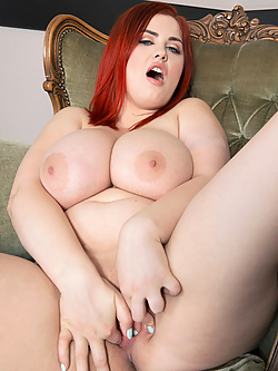 Alexsis Faye fingering her juicy snatch in the living room